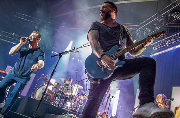 Mit Partymusik sorgt die Band in Köln für ein erfolgreiches Event.