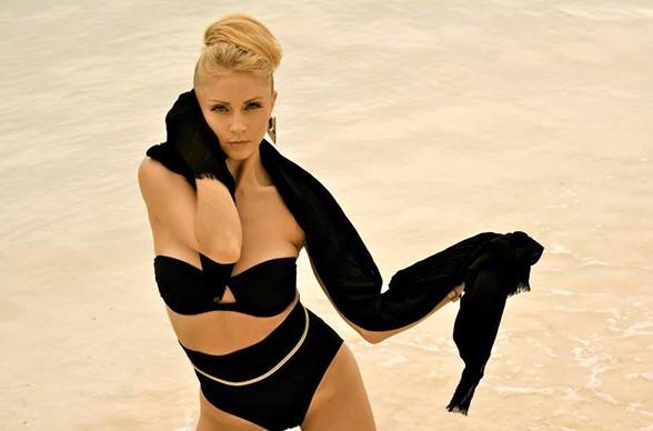 Die Tänzerin Faye Heather Anderson besticht durch ihre energiegeladene Performance