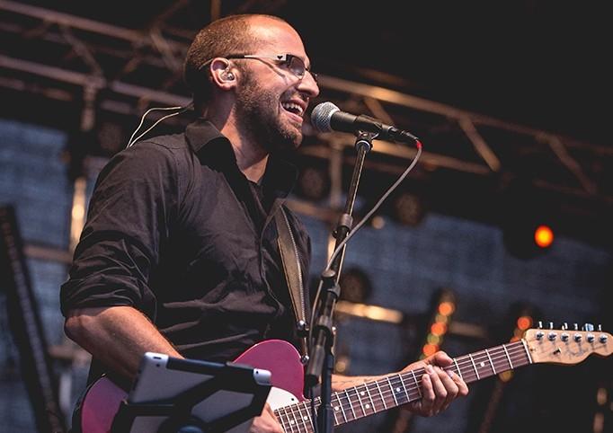 Gitarrist Patrick Lemm bringt Gute Laune auf die Bühne