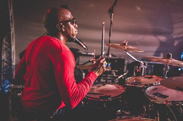 Der Schlagzeuger Sam Franklin